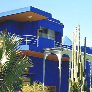 jardins de majorelle, bleu outremer, bleu klein, peinture bleue,
